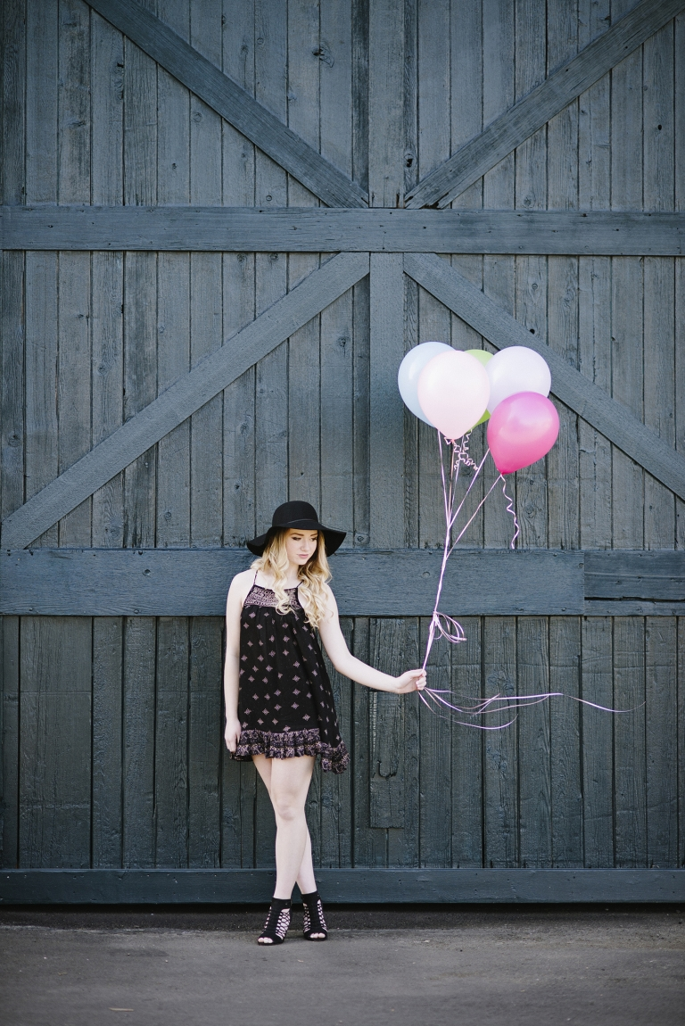 Georgetown WA Senior Pictures with balloons